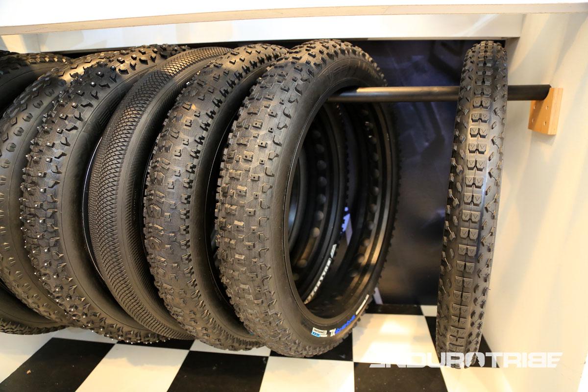 Vee Tires (distribué en France via Frenchys) propose une large gamme de pneus Fat